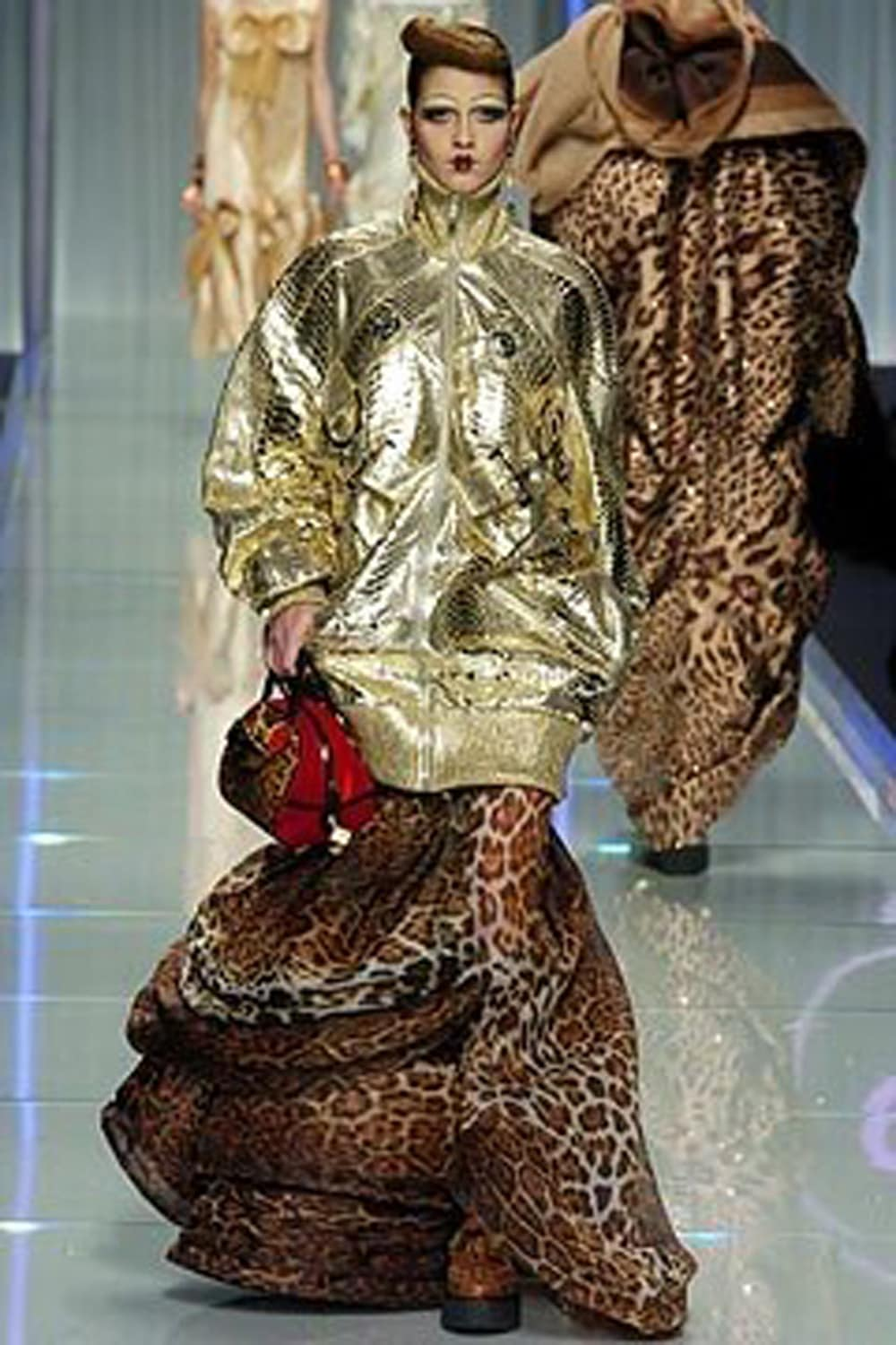"JOHN GALLIANO for CHRISTIAN DIOR READY-TO-WEAR FALL-WINTER 2004-2005. RUNWAY MAGAZINE ® Collections Special Selection ""Fashion Treasure"". RUNWAY MAGAZINE ® Collections. RUNWAY NOW / RUNWAY NEW"