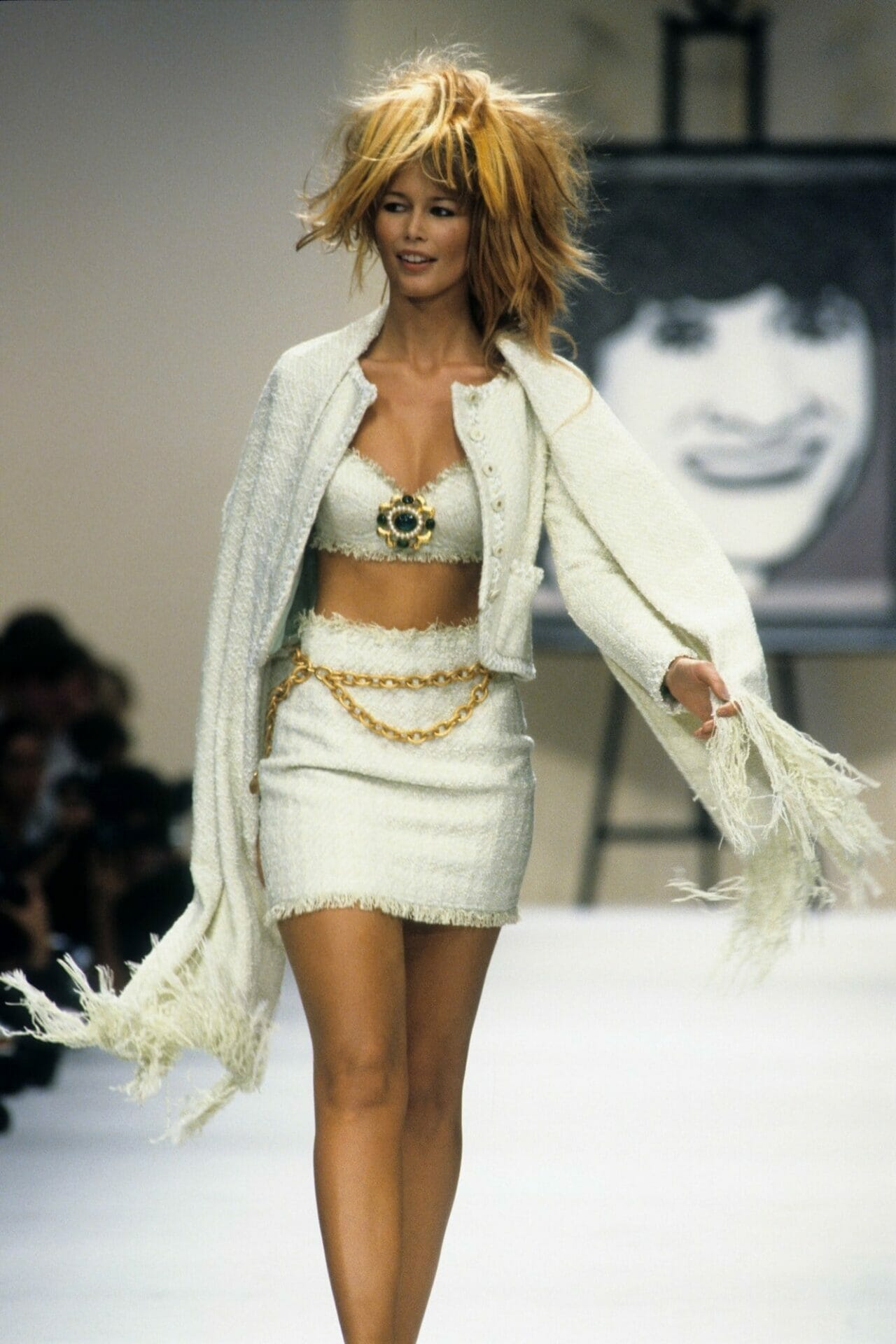 CLAUDIA SCHIFFER. CHANEL READY-TO-WEAR SPRING-SUMMER 1994. RUNWAY MAGAZINE ® Collections