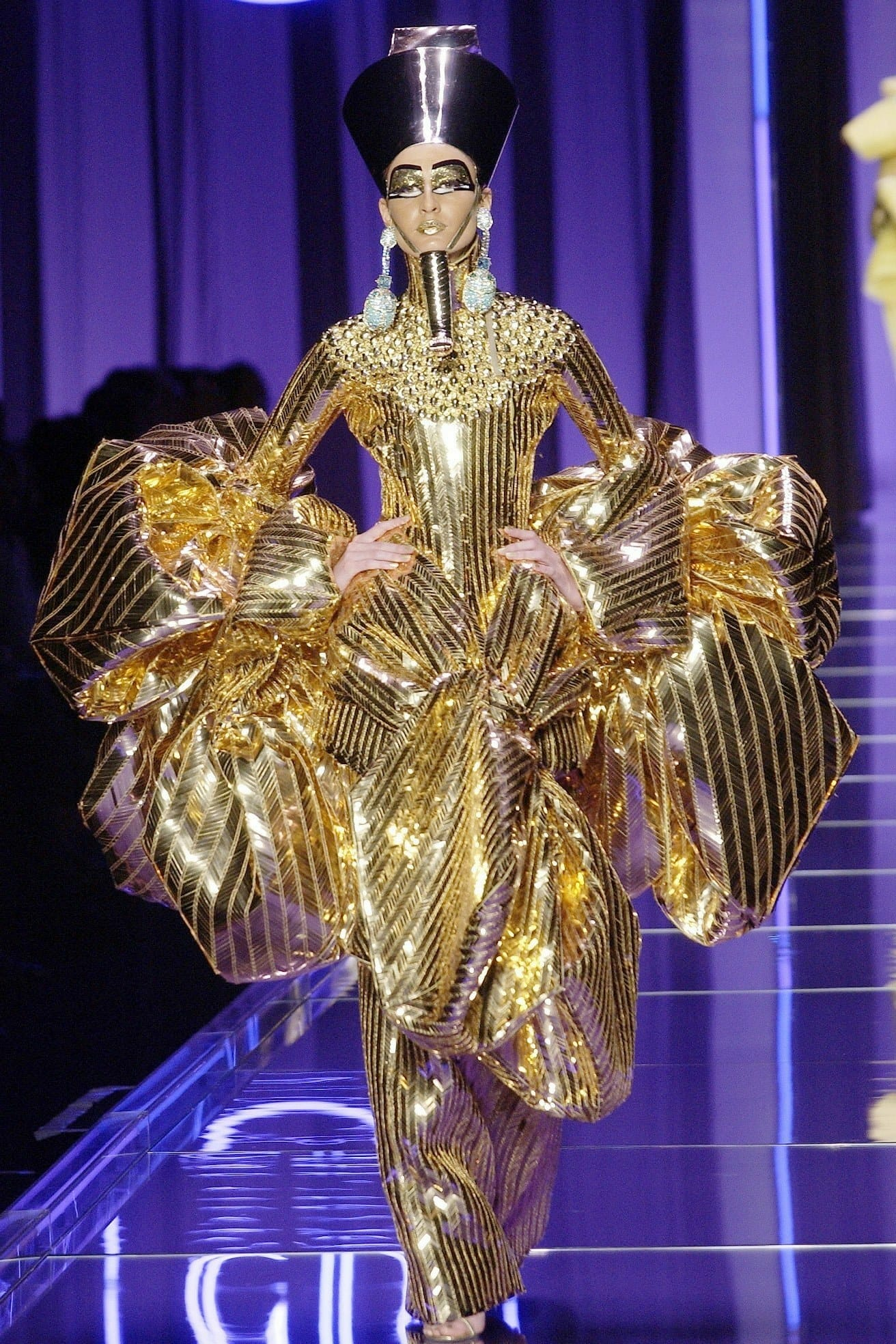 "JOHN GALLIANO for CHRISTIAN DIOR HAUTE COUTURE SPRING-SUMMER 2004. RUNWAY MAGAZINE ® Collections Special Selection ""Fashion Treasure"". RUNWAY MAGAZINE ® Collections. RUNWAY NOW / RUNWAY NEW"