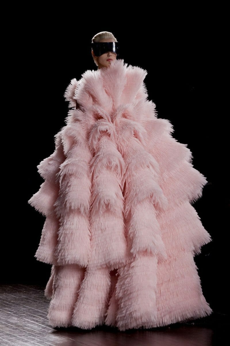 "ALEXANDER McQUEEN READY-TO-WEAR FALL-WINTER 2012. Paris Fashion Week. RUNWAY MAGAZINE ® Collections Special Selection ""Fashion Treasure"". RUNWAY MAGAZINE ® Collections. RUNWAY NOW / RUNWAY NEW"