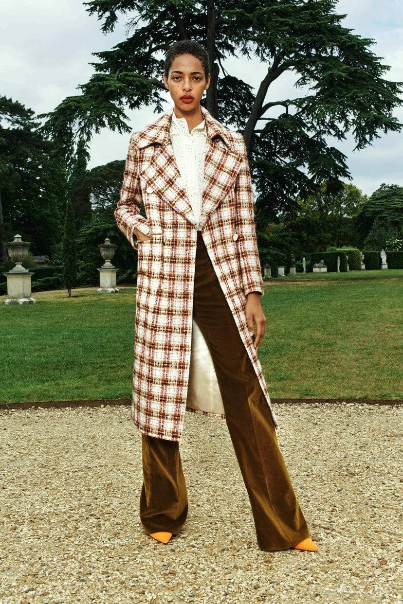 Victoria Beckham Cruise 2020 London Resort. RUNWAY MAGAZINE ® Collections. RUNWAY NOW / RUNWAY NEW