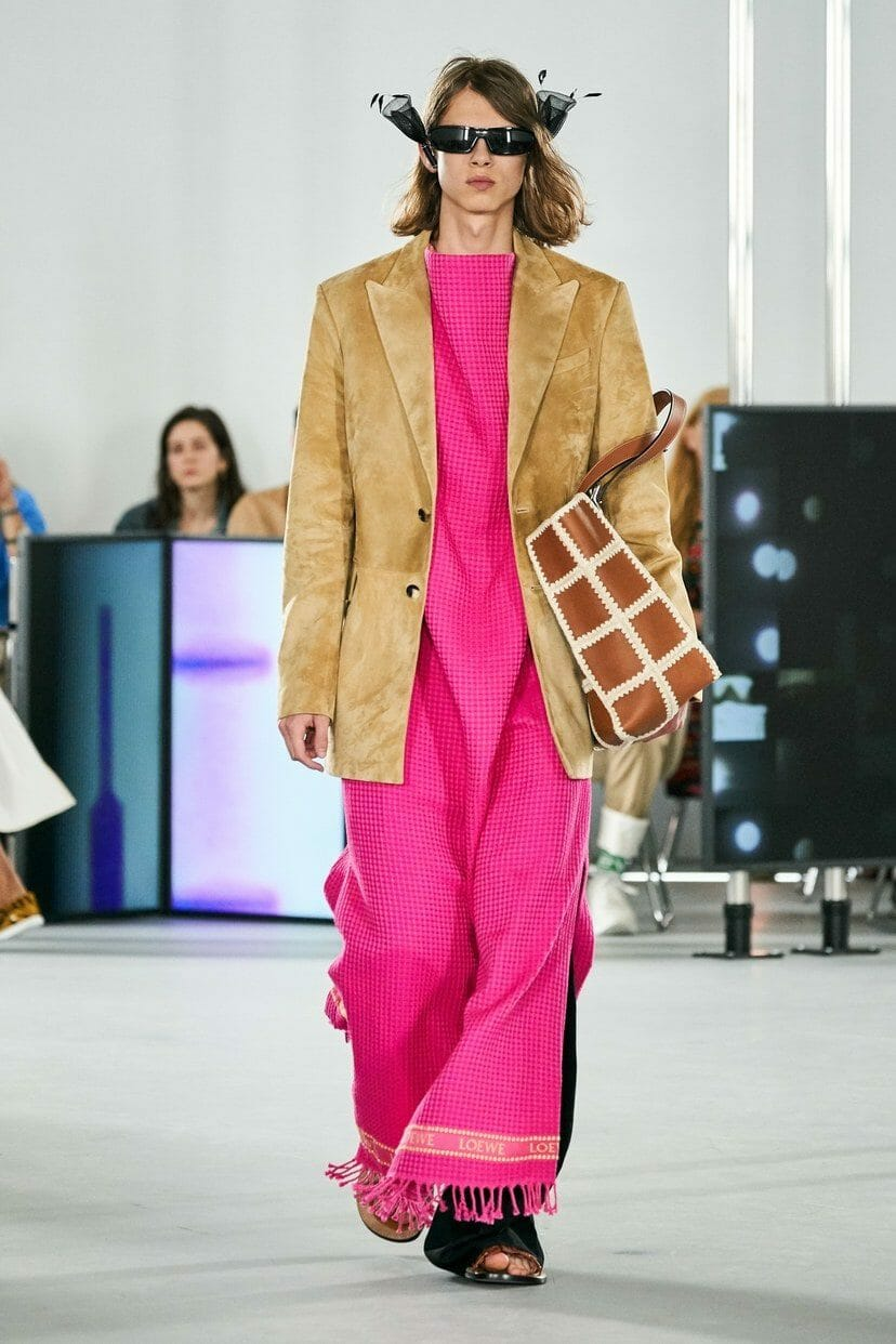 Loewe Menswear Spring Summer 2020 Paris. RUNWAY MAGAZINE ® Collections. RUNWAY NOW / RUNWAY NEW