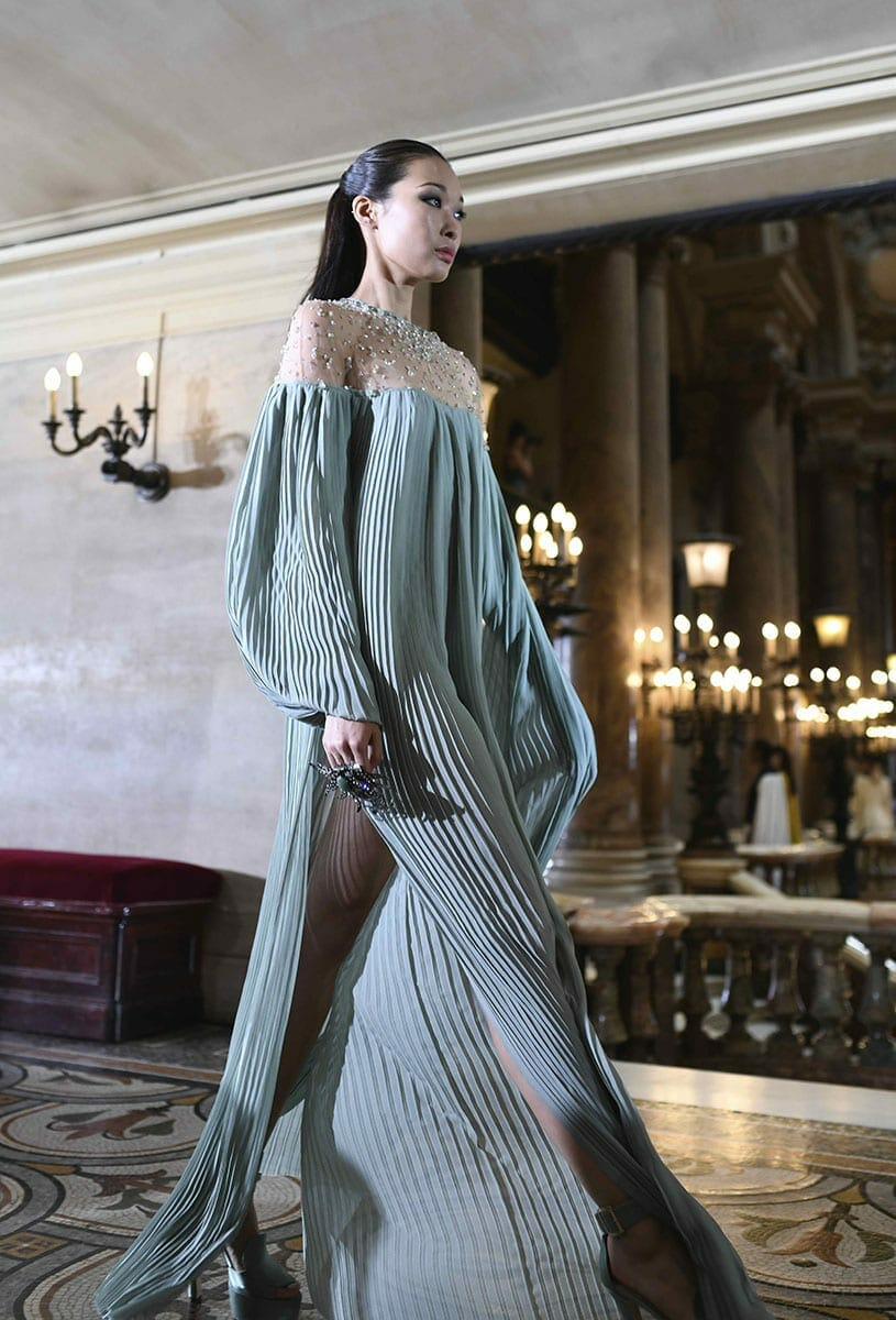 Stephane Rolland Haute Couture Fall-Winter 2019-2020. RUNWAY MAGAZINE ® Collections. RUNWAY NOW / RUNWAY NEW Photo Victor Engel