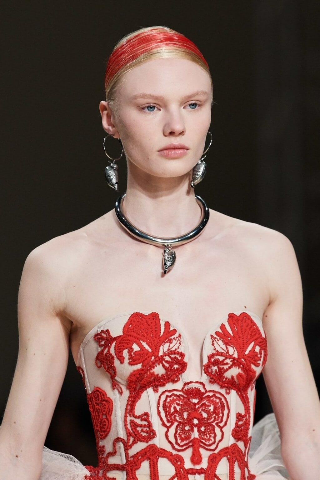 Alexander McQueen Fall-Winter 2020-2021 Paris. RUNWAY MAGAZINE ® Collections. RUNWAY NOW / RUNWAY NEW