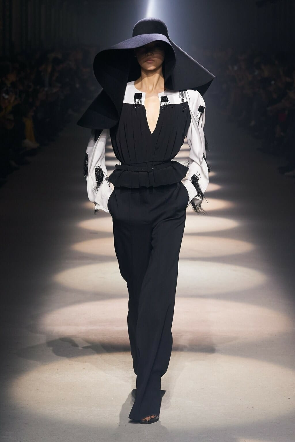 Givenchy Fall-Winter 2020-2021 Paris. RUNWAY MAGAZINE ® Collections. RUNWAY NOW / RUNWAY NEW