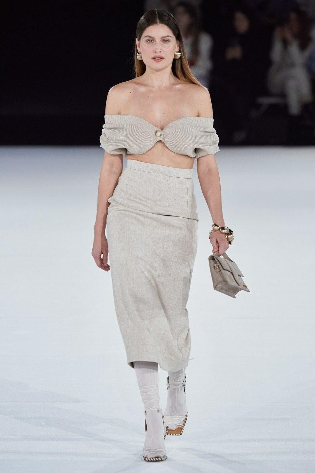 Jacquemus Fall-Winter 2020-2021 Paris Fashion Week. RUNWAY MAGAZINE ® Collections. RUNWAY NOW / RUNWAY NEW