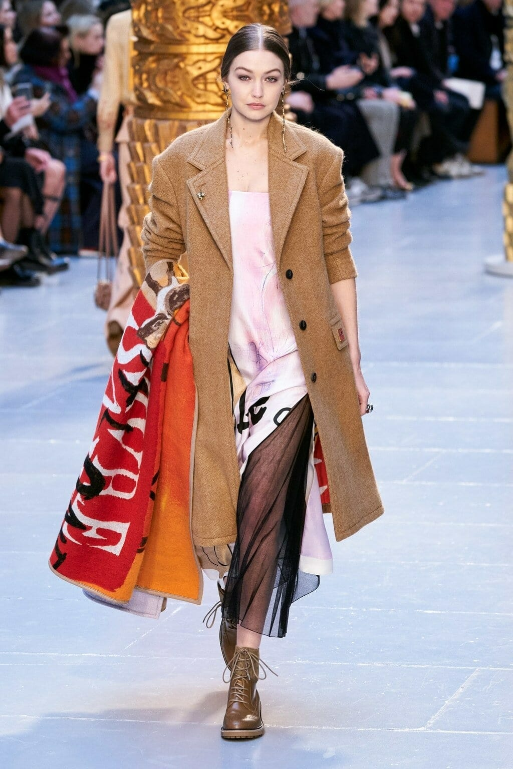 Chloe Fall-Winter 2020-2021 Paris. RUNWAY MAGAZINE ® Collections. RUNWAY NOW / RUNWAY NEW