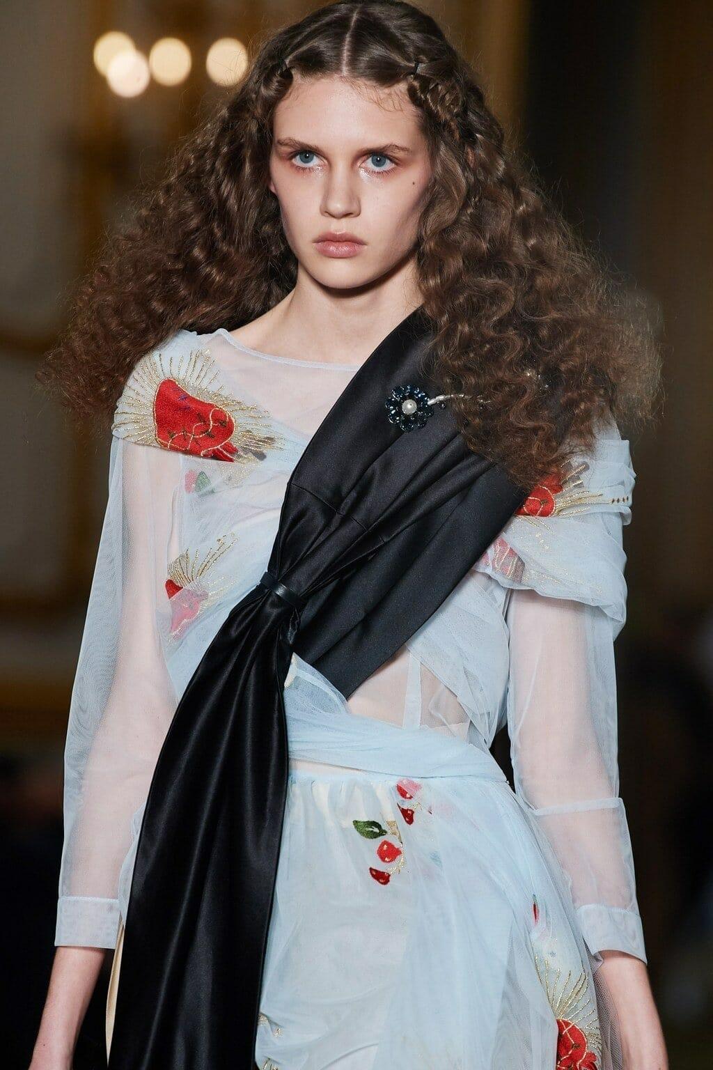 Simone Rocha Fall-Winter 2020-2021 London. RUNWAY MAGAZINE ® Collections. RUNWAY NOW / RUNWAY NEW
