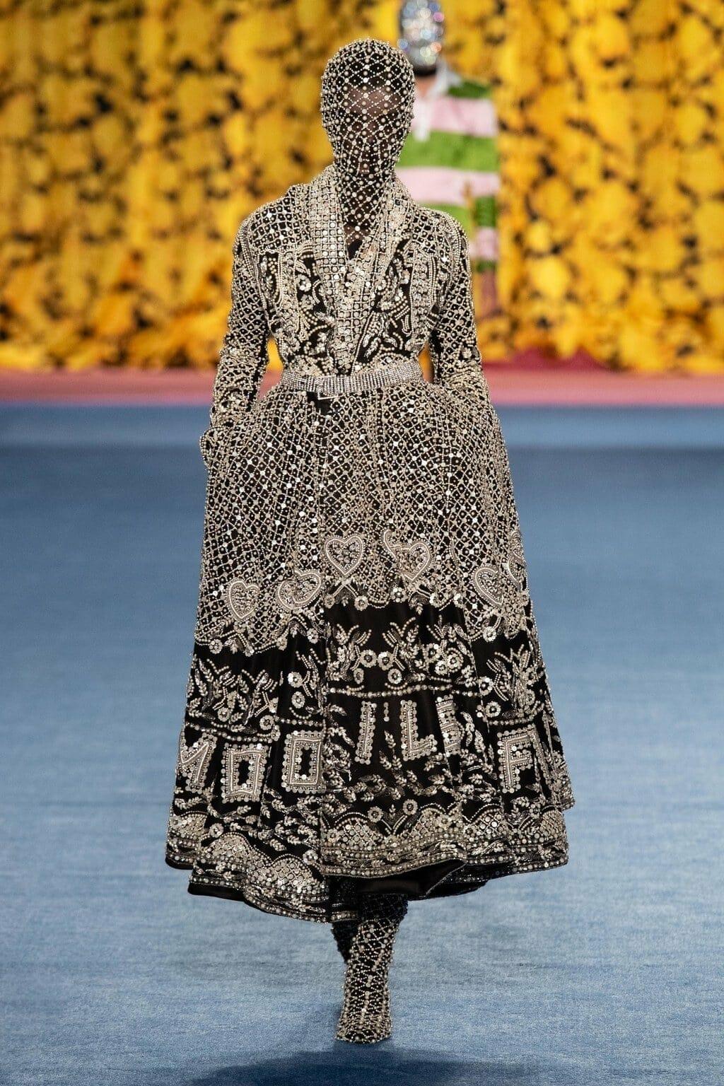 Richard Quinn Fall-Winter 2020-2021 London Fashion Week Ready-to-Wear. RUNWAY MAGAZINE ® Collections. RUNWAY NOW / RUNWAY NEW