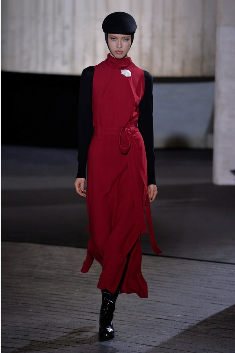 Roland Mouret Fall-Winter 2020-2021 London Fashion Week Ready-to-Wear. RUNWAY MAGAZINE ® Collections. RUNWAY NOW / RUNWAY NEW