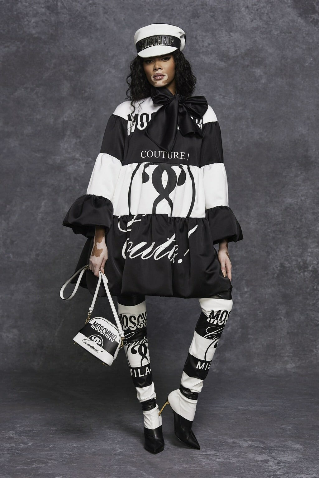Moschino Pre-Fall 2021. RUNWAY MAGAZINE ® Collections. RUNWAY NOW / RUNWAY NEW