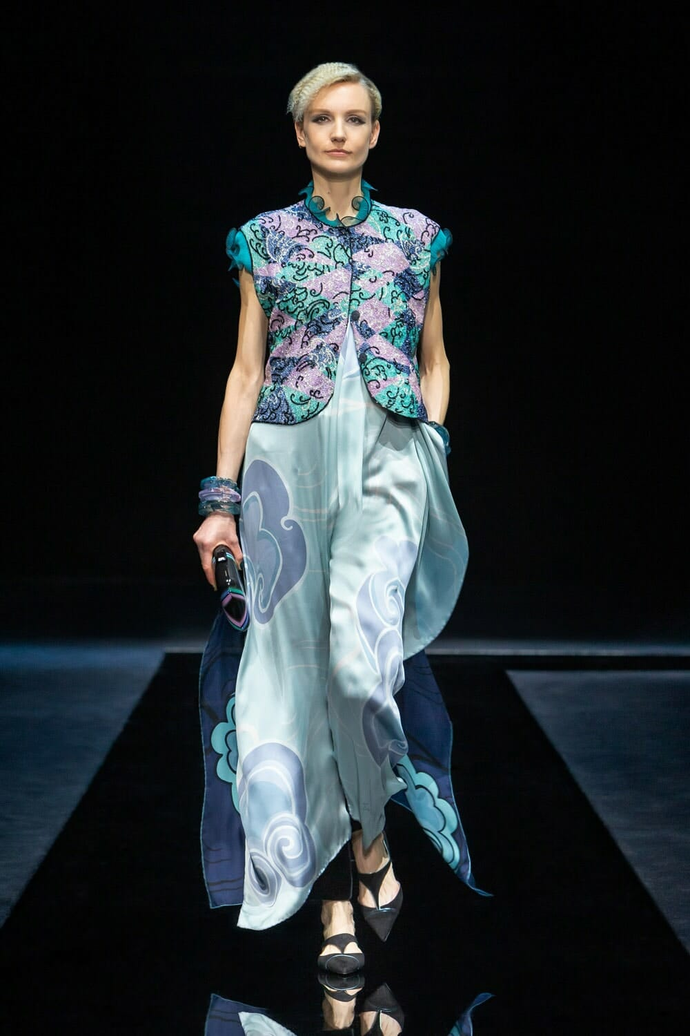 Giorgio Armani Fall Winter 2021-2022 Milan. RUNWAY MAGAZINE ® Collections. RUNWAY NOW / RUNWAY NEW