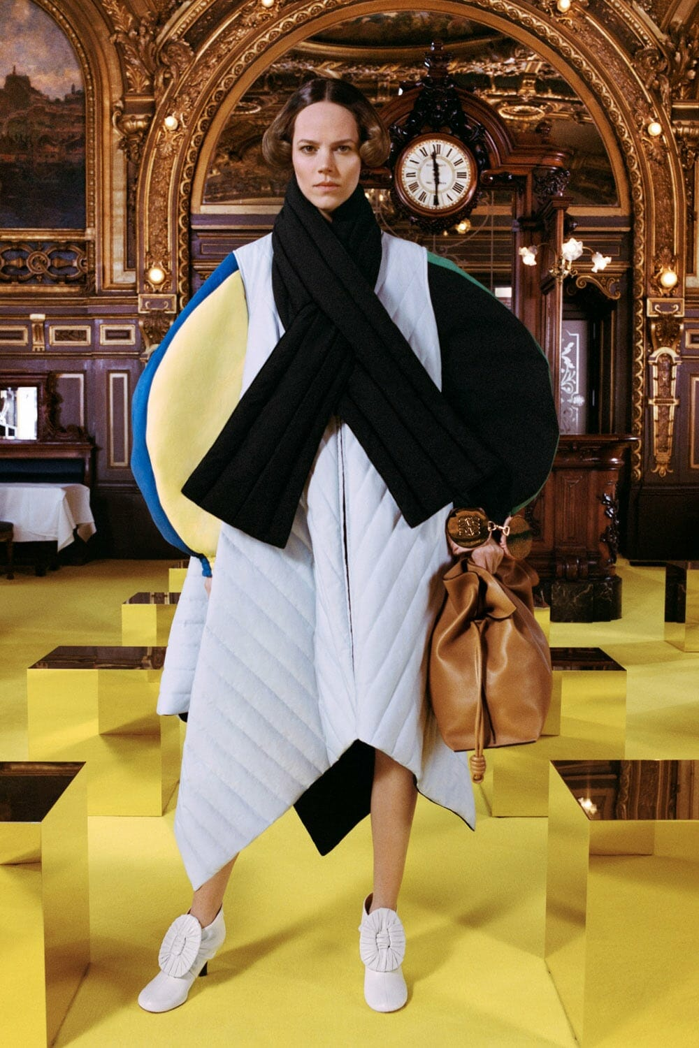 Loewe Fall 2021-2022 Paris. RUNWAY MAGAZINE ® Collections. RUNWAY NOW / RUNWAY NEW