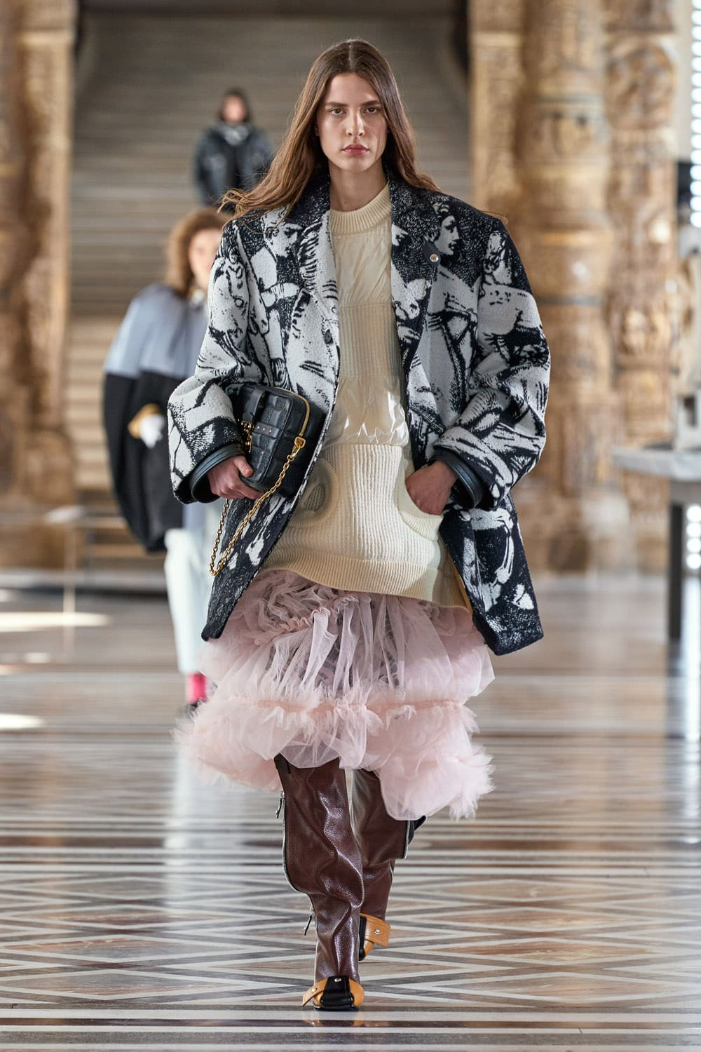 Louis Vuitton Fall Winter 2021-2022 Paris. RUNWAY MAGAZINE ® Collections. RUNWAY NOW / RUNWAY NEW
