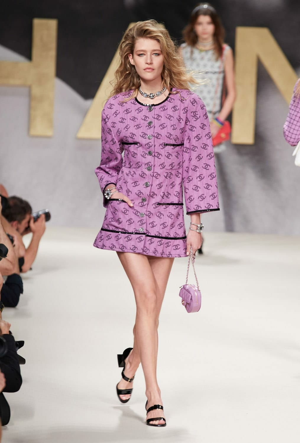 Chanel Spring Summer 2022 Ready-to-Wear. RUNWAY MAGAZINE ® Collections. RUNWAY NOW / RUNWAY NEW