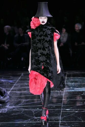 "ALEXANDER McQUEEN READY-TO-WEAR FALL-WINTER 2009. Paris Fashion Week. RUNWAY MAGAZINE ® Collections Special Selection ""Fashion Treasure"". RUNWAY MAGAZINE ® Collections. RUNWAY NOW / RUNWAY NEW"