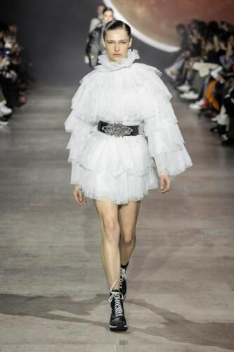 Shiatzy Chen Ready-to-Wear Fall-Winter 2019-2020 by RUNWAY MAGAZINE